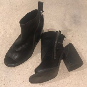 Dolce Vita Leather zip up Leather Booties